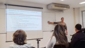 Dr. Marcos Brioschi em atividade didática
